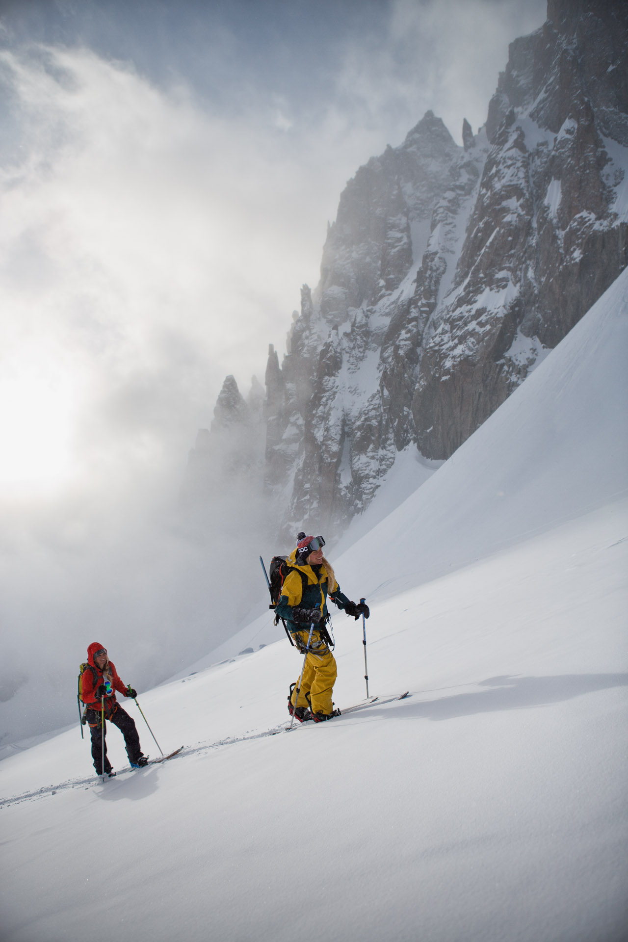 Bibi Pekarek and Liz Daley skin up Glacier des Améthystes